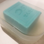 ウタマロ石けんの保管には無印良品のフタ付石けん置きが使えます!